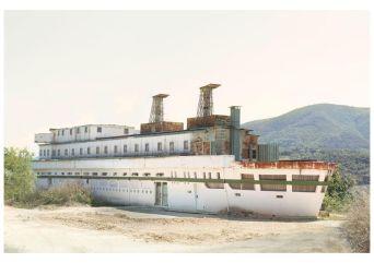 Silvia Camporesi, Atlas Italiae, la nave, 2014, fotografia in b/n su archival matt paper, colorata a mano, cm 40x60. Courtesy MLB Home gallery