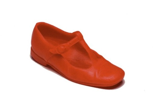 Robert Gober, Untitled (Red Shoe), 1990, cera colorata, 21.6x10.2x10.2 cm, Collezione privata