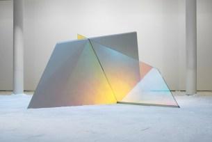 Matteo Negri, Piano Piano Giga, 2017, ferro zincato, cromo liquido, vetro temperato e pellicola, 332x279x184 cm Courtesy Lorenzelli Arte