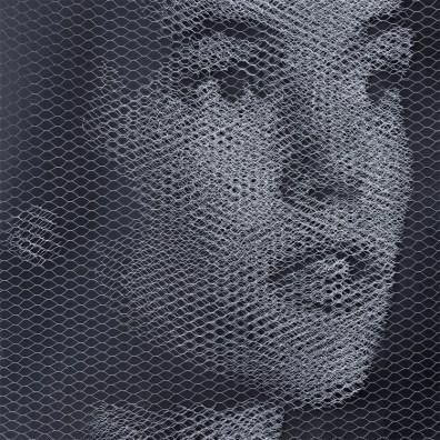 Giorgio Tentolini, Elementi per una teoria della Jeune-fille - Johanna (3), 2017, serie di 3, rete metallica a maglia esagonale intagliata a mano e sovrapposta a fondale nero, 80x80 cm ciascuno