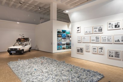 Terra inquieta, veduta della mostra (Manaf Halbouni, Nowhere Is Home, 2015-2017, mixed media, dimensions variable Courtesy Manaf Halbouni; Xaviera Simmons, Superunknown (Alive in The), 2010, forty colour photographs, 50.8x76.2 cm each, Collection Leslie & Gregory Ferrero, Miami Courtesy David Castillo Gallery; Hamid Sulaiman, Selection from the series Freedom Hospital, 2016, ink and felt-tip pen on paper, 42x29.7 cm each, Untitled #23; #27; #44; #49; #50; #51; #56-57; #78; #79; #82; #83; #87; #91; #127; #146; #150; #151; #152; #153; #154; #155; #156; #157; #172; #173; #174-175; #186; #218; #219; #220; #221; #244; #248; #249; #250; #252; #253; #276; #280 Courtesy Galerie Crone, Berlin and Vienna; Rayyane Tabet, Architecture Lessons, 2013, from the series Five Distant Memories: The Suitcase, The Room, The Toys, The Boat and Maradona, 2006-2016, concrete casts of a wood block toy set and twenty-seven wood block toys; dimensions variable, All works Courtesy Rayyane Tabet and Sfeir-Semler Gallery, Beirut/Hamburg), La Triennale, Milano © Foto Gianluca Di Ioia