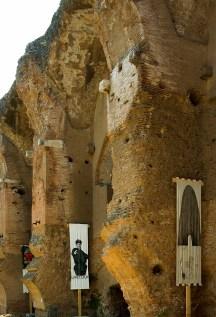 A destra: Giorgio Cattani, Senza titolo, tecnica mista, 93 x 310. 1995. A sinistra: Gian Marco Montesano, Und du?, tecnica mista, 92 x 303, 1995. Foto Andrea Jemolo