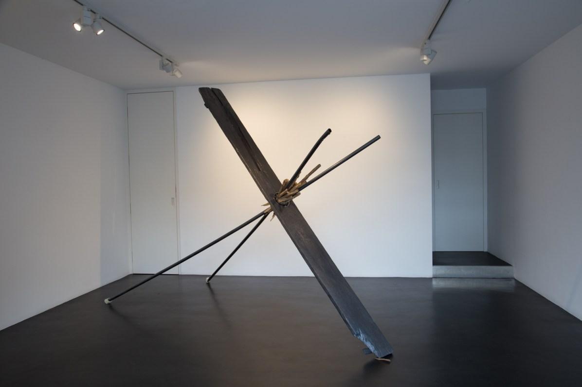 Santiago Reyes Villaveces, One way direction, 2013, legno, grafite e cuscinetti, 300x250x15 cm