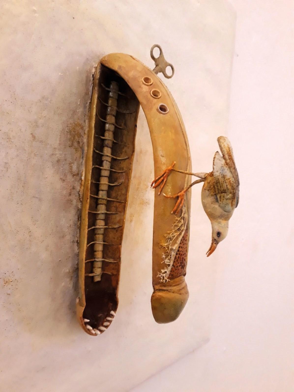 Saba Masoumian, Uccelli, 2017, tecnica mista su ferro, polimeri espansi e legno, 50x50x19 cm