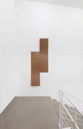 Lesley Foxcroft, Take over, 2017, M.D.F., 220x80x20 cm © A arte Invernizzi, Milano Foto Bruno Bani, Milano