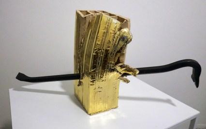 Loredana Longo, Piedediporco, mattone forato deformato dall'artista, terza cottura in oro piede di porco in acciaio, cm 30x12x14. Courtesy Francesco Pantaleone Milano