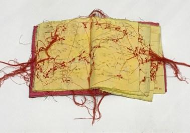 Maria Lai, Le Formiche Rosse, 1991, stoffa e filo cm 18x15. Courtesy: Nuova Galleria Morone