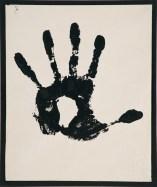 Pino Pascali, Impronta della mano sinistra aperta di Pino Pascali, 1963, tempera murale su carta incollata su cartoncino nero, 28x23.5 cm