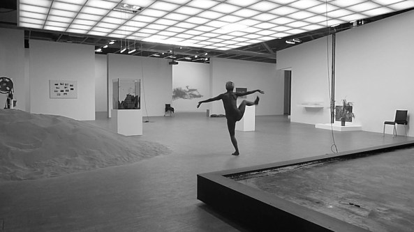 Lili Reynaud-Dewar, I Am Intact and I Don't Care (Pierre Huyghe, Centre Pompidou), 2013, black and white video, 9'14'' Pinault Collection © Lili Reynaud-Dewar Courtesy the artist and kamel mennour, Paris