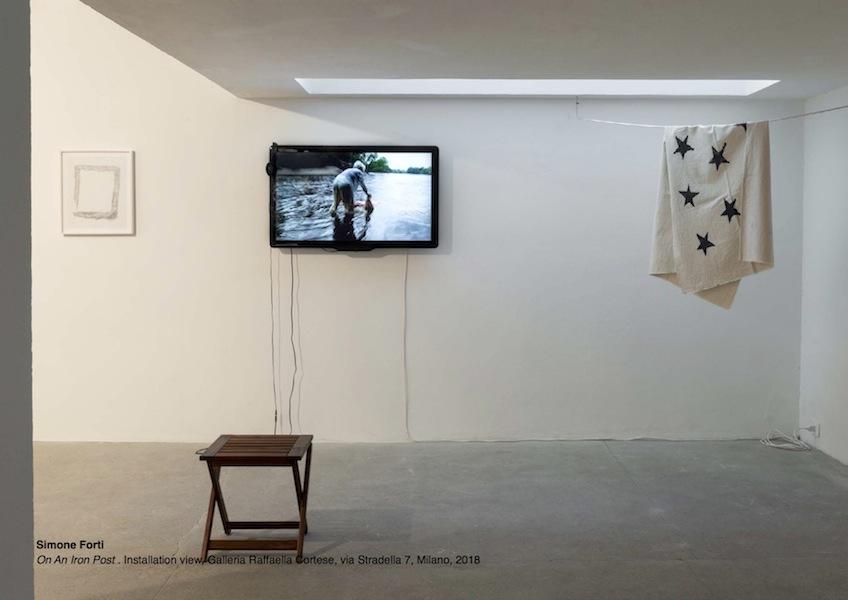 Simone Forti, On An Iron Post, Installation view, Galleria Raffaella Cortese, Milano