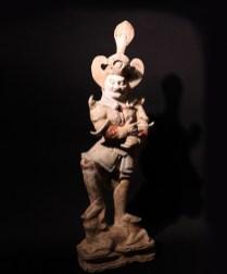 Figura di un Lokapala, ovvero guardiano dei punti cardinali, Cina, dinastia dei Tang, 618-907 d.C, terracotta, ingobbio e colori minerali dipinti a freddo, altezza cm 65 (Lucio Morini, Brescia)