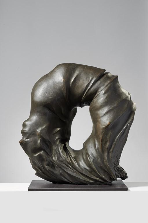 Francesco Somaini, Antropoammonite IV, 1975, bronzo patinato grigio, 64x62x28 cm