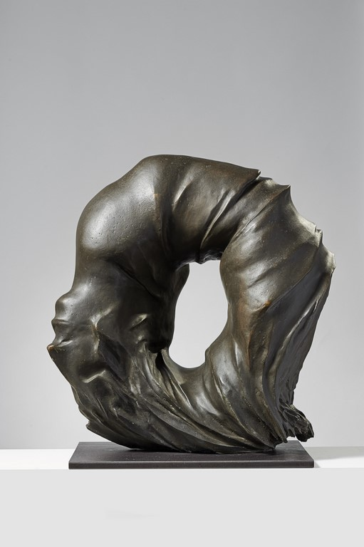 Francesco Somaini, Antropoammonite IV, 1975, bronzo patinato grigio, 64x62x28 cm