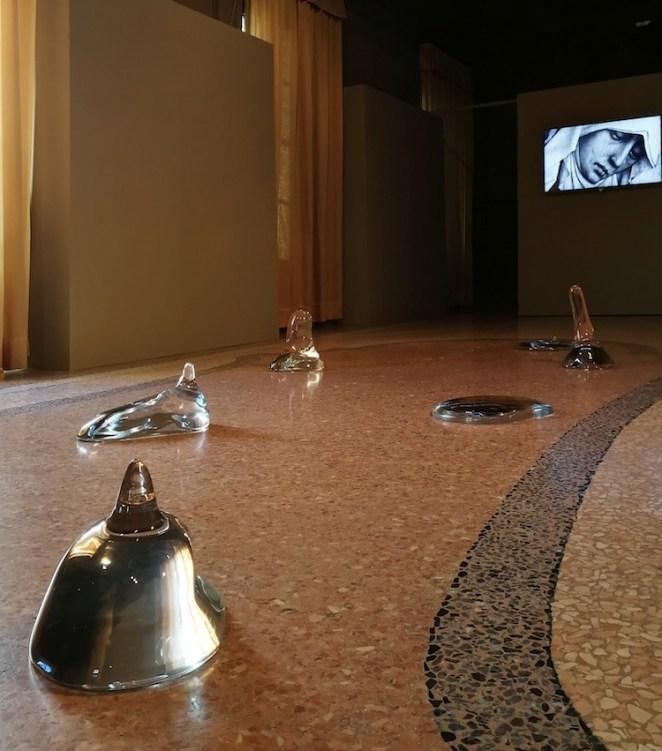 Armida Gandini, Gustose e Dolcissime, 2018, vetro di Murano, dimensioni d'ambiente (dettaglio)