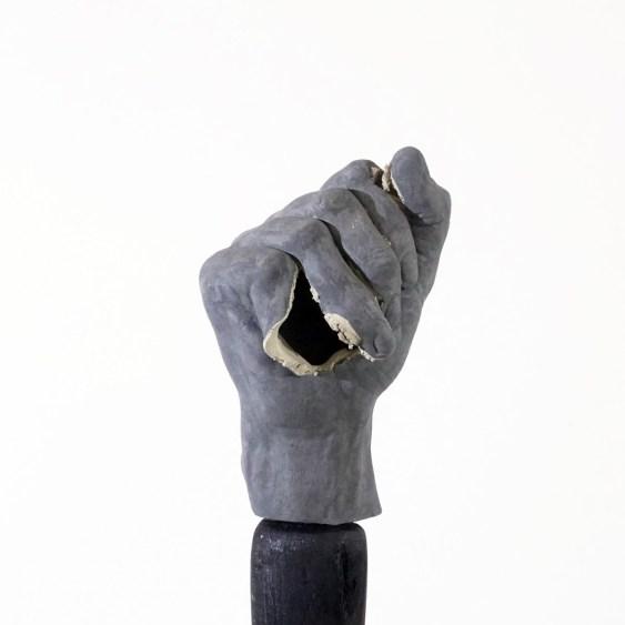 Loredana Longo, Fist, 2017, 12 calchi del pugno dell'artista in ceramica dolce, ossido di ferro, esplosione, smaltate con ossido di rame, legno bruciato, ferro, courtesy Francesco Pantaleone Arte Contemporanea, Milano