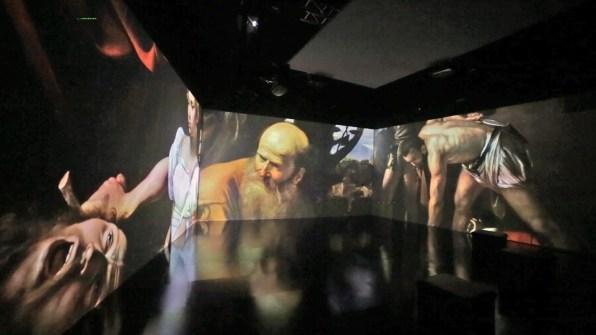 Caravaggio. Oltre la tela. La mostra immersiva, allestimento (Giuditta e Oloferne; Il sacrificio di Isacco; Decollazione di S. Giovanni Battista), Museo della Permanente, Milano