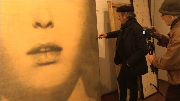 """""""a matita? Omar Galliani"""", Omar Galliani e Fulvio Wetzl in atelier, fotogramma"""