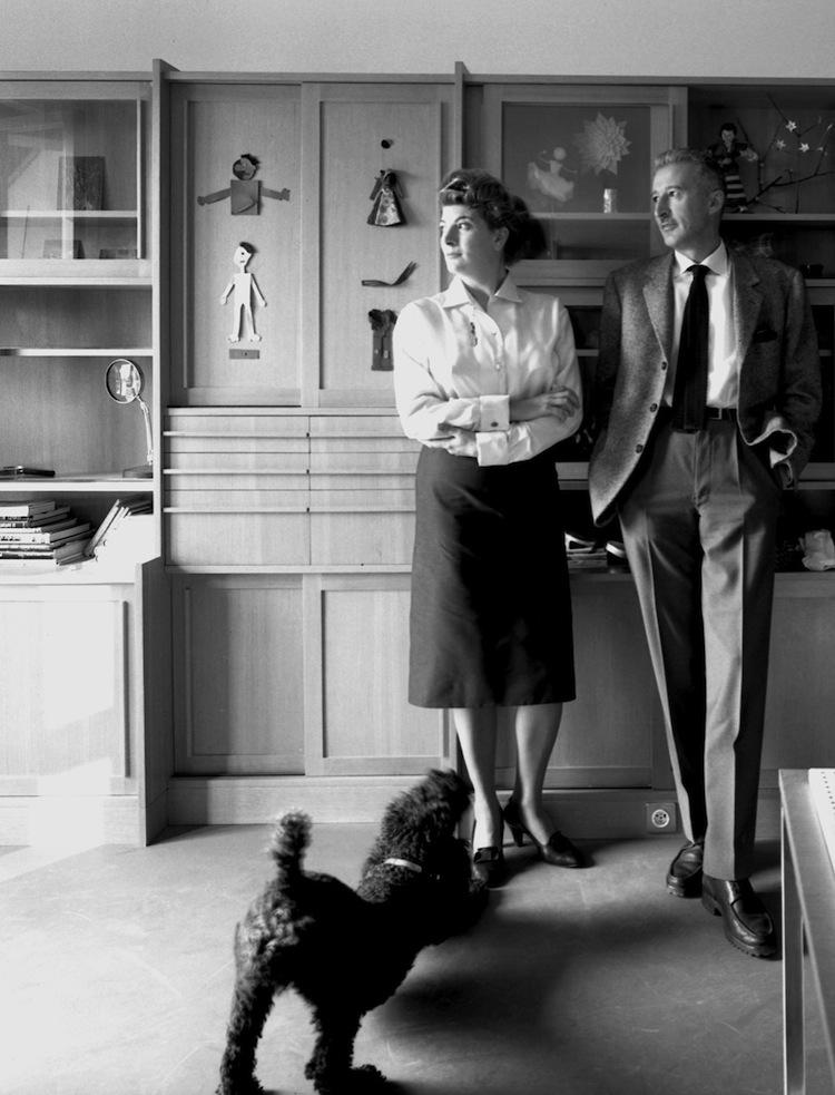 Marinella e Giovanni Pirelli nella casa di Varese, Fotografia Ugo Mulas © Eredi Ugo Mulas