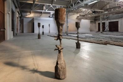 Giorgio Andreotta Calò, Scolpire il Tempo, 2010 (dettaglio), veduta dell'installazione, Pirelli HangarBicocca, Milan, 2019. Courtesy dell'artista; Nomas Foundation e Pirelli HangarBicocca. Foto: Agostino Osio