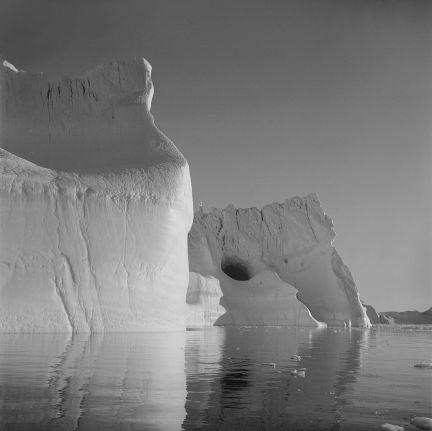 Lynn Davis Iceberg XXXVI, Disko Bay, Greenland 2016 Ed. 1/10 stampa ai sali d'argento / gelatin silver print 101,6 x 101,6 cm