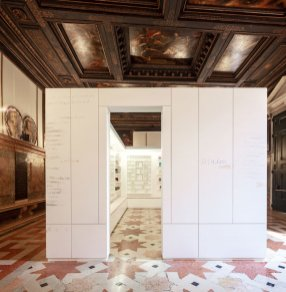 Edmund de Waal, library of exile at the Ateneo Veneto, part of psalm, an exhibition in two parts at the Jewish Museum and Ateneo Veneto, Venice. © Edmund de Waal. Courtesy of the artist. Photo: Fulvio Orsenigo.