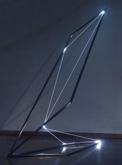 Carlo Bernardini, Catalizzatore di luce, 2005, scultura in acciaio inox e fibre ottiche, cm 250x150x90