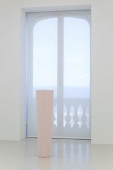 Ettore Spalletti Ombre d'azur, transparence, veduta della mostra, Nouveau Musée National de Monaco – Villa Paloma, Monaco (Principato di Monaco) Photo: Werner Hannappel, VG-Bildkunst Bonn 2019