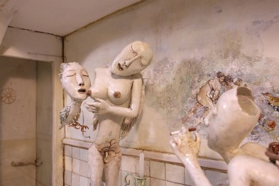 Saba Masoumian, Namize, 2019 (dettaglio), tecnica mista e polimeri espansi su legno, 135x55x29 cm Courtesy Saba Masoumian e Villa Contemporanea, Monza
