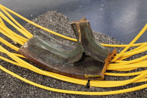 Stefano Comensoli_Nicolò Colciago, A passo leggero, dettaglio, 2020, cast iron, asphalt, cable puller Courtesy of Otto Zoo Photo by Luca Vianello