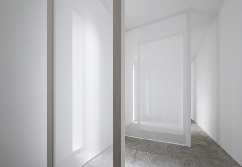"""Villa Panza – Un'idea assoluta, Ala delle scuderie, """"Varese Scrim"""" di Robert Irwin, 2013 Courtesy FAI - Fondo Ambiente Italiano"""