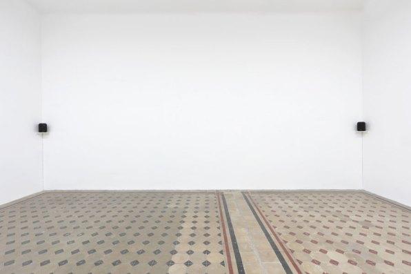 L'orecchio di Dionisio, veduta della mostra (Marcello Maloberti, Cicerone, 2018, sound installation, 19'34''), Galleria Raffaella Cortese, Milano Foto Lorenzo Palmieri Courtesy l'artista e Galleria Raffaella Cortese, Milano