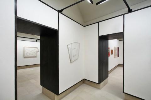 Angelo Savelli. L'artista del bianco, veduta della mostra, Fondazione Biscozzi Rimbaud, Lecce