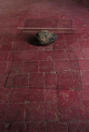 Carlo e Fabio Ingrassia, Rinunciare all'idea di un altro mondo, 1669, 2016, piroclasto, vetro, 180x98x22 cm Courtesy l'artista