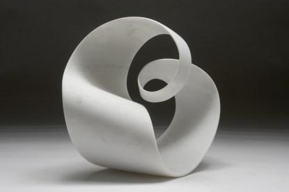 Silvio Santini, Passo double, bianco Carrara, cm 35hx30x30. Courtesy Paola Raffo Arte Contemporanea