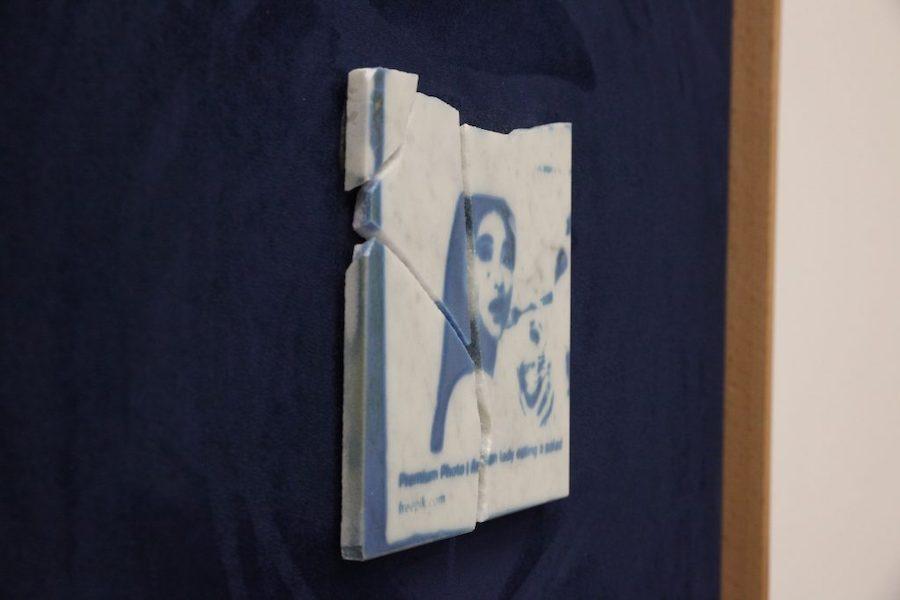 Diego Randazzo, Serie BLU GOOGLE ON MARBLE, cianotipie su marmo bianco di Carrara frantumato, alcantara,legno, 45x45x7 cm (dettaglio)