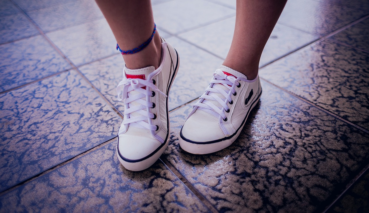 Feet Floor Shoes Footprint Tread  - AndreCrespoG / Pixabay