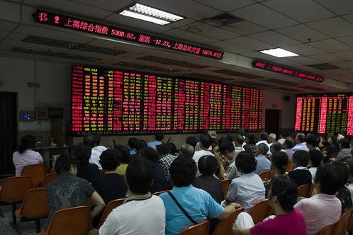 Bolsa de Xangai: quando rebentou a bolha, todos os ganhos dos últimos dois anos se perderam em dias. Foto 2 dogs