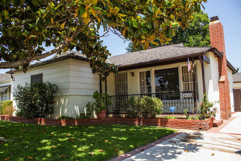6634 Densmore Ave., Lake Balboa, CA 91406