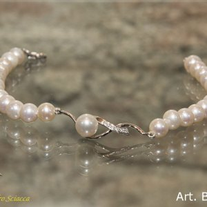 Bracciale in oro bianco, perle naturali e diamanti