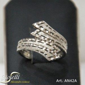 Anello in oro bianco effetto satinato e brillantinato
