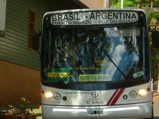Ônibus de Foz do Iguaçu para a Argentina (Foto: Esse Mundo É Nosso)
