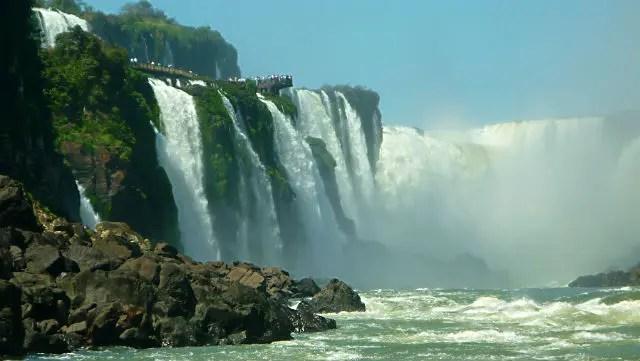 Cataratas do Iguaçu, Brasil e Argentina (Foto: Esse Mundo É Nosso)