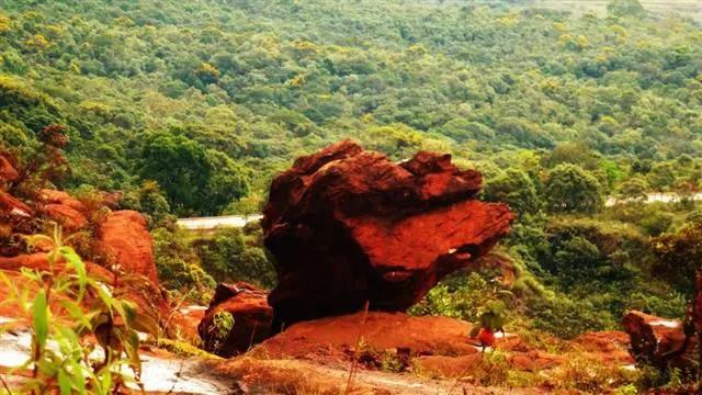 Pedra na estrada - Lavras Novas, Minas Gerais (Foto: Cissa Carvalho)