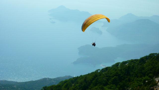 Paraglider em Ölüdeniz, Turquia (Foto: Esse Mundo É Nosso)