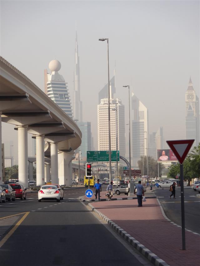 Hospedagem econômica em Dubai - Metrô Al Karama (Foto: Esse Mundo É Nosso)