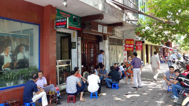 Cafés em Hanói, Vietnã (Foto: Esse Mundo É Nosso)