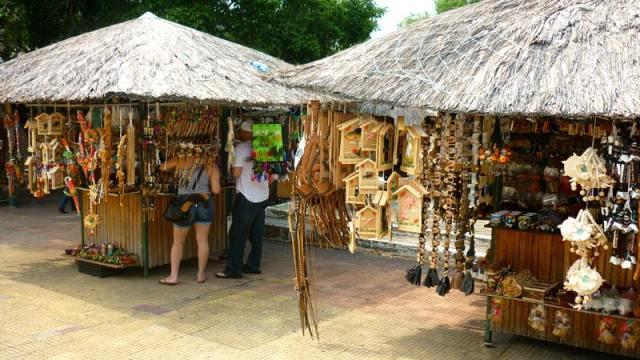 Praça Tenreiro Aranha - Artesanato em Manaus (Foto: Esse Mundo É Nosso)