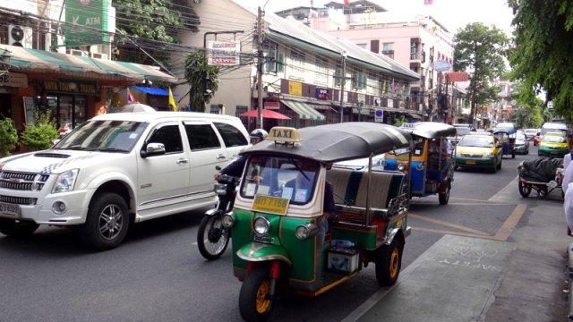 Tuk tuk na Khaosan Road, Bangkok (Foto: Esse Mundo É Nosso)