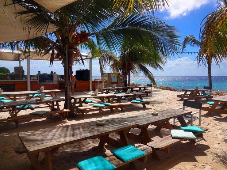 Onde comer em Curaçao - Zest Beach Cafe (Foto: Esse Mundo É Nosso)