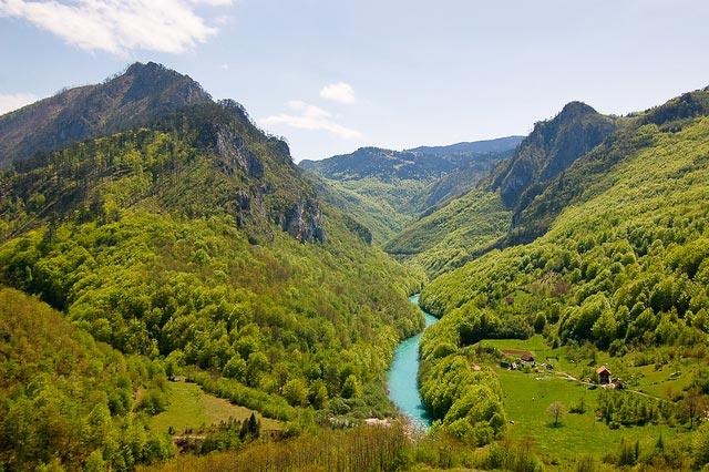 Motivos para visitar Montenegro: Cânion do Rio Tara [Foto: stalkERR (CC BY-NC-ND 2.0)]